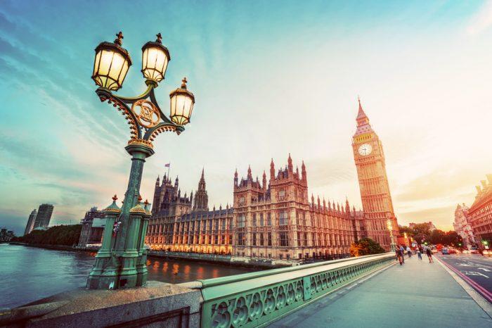 Reino Unido: Becas Para Pregrado y Posgrado en Cualquier curso de asignaturas ofrecido por la universidad Oxford Brookes University